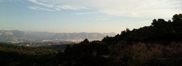Toulon et le mont Faron vus de la forêt de Janas