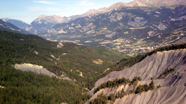 Barcelonnette au fond de la vallée